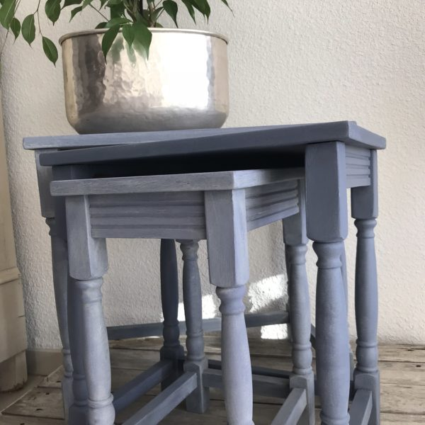 tables gigognes relooke old violet Annie Sloan