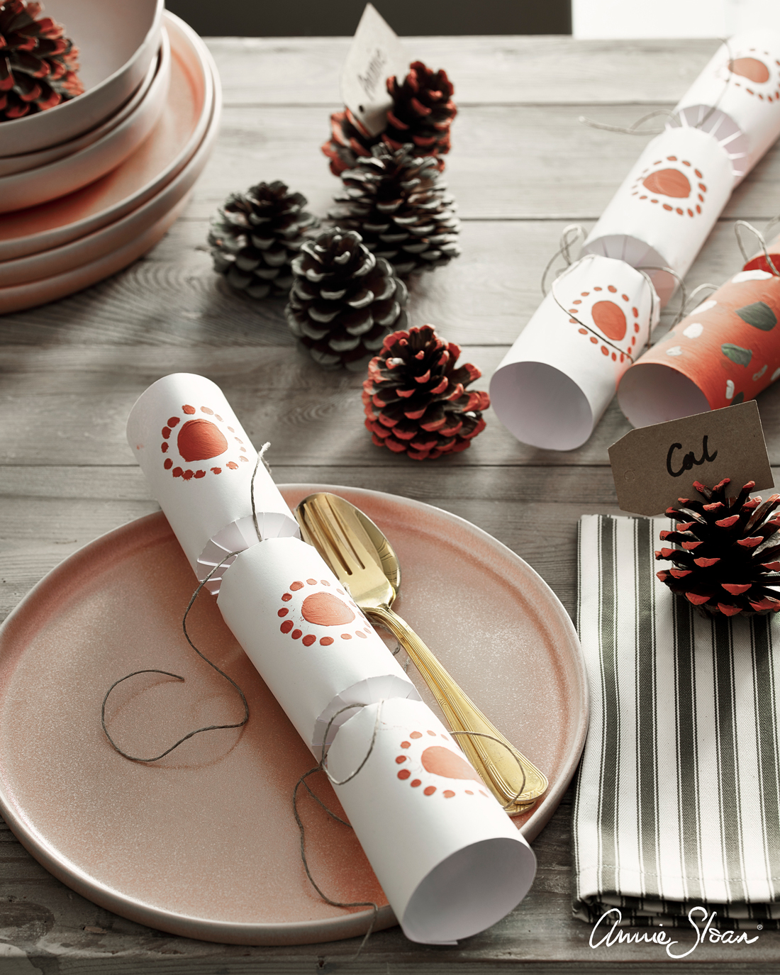 Scandinavian-Christmas-paint-your-own-crackers