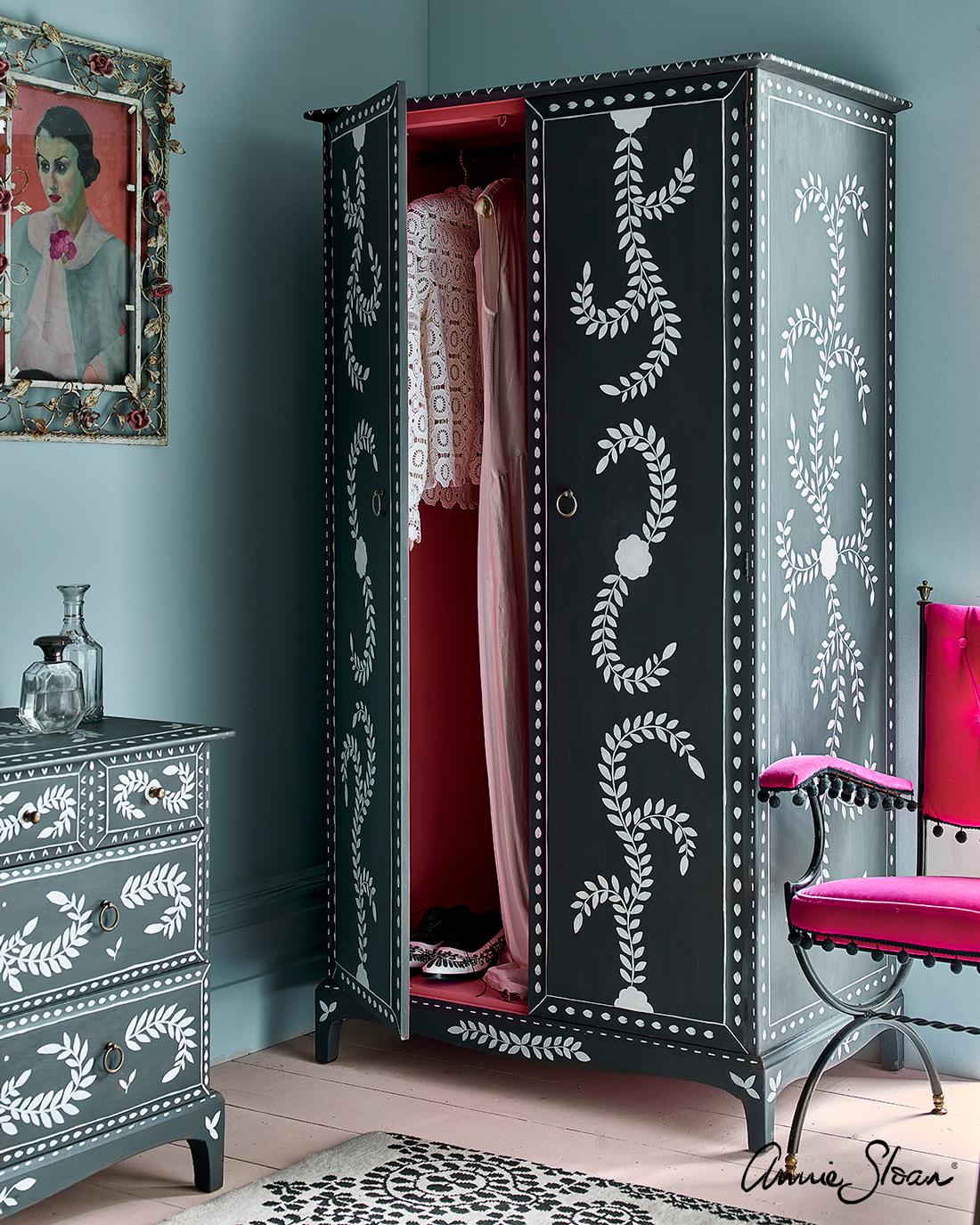 Pearlescent-Glaze-boutique-bedroom-3