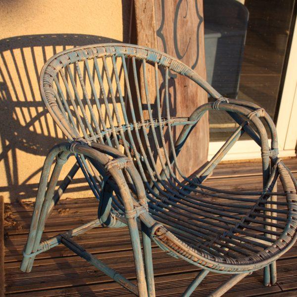 chaise en osier relooke en greek blue